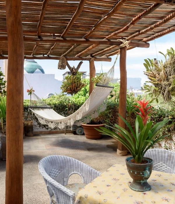 The rooftop patio and garden at Hacienda Alemana