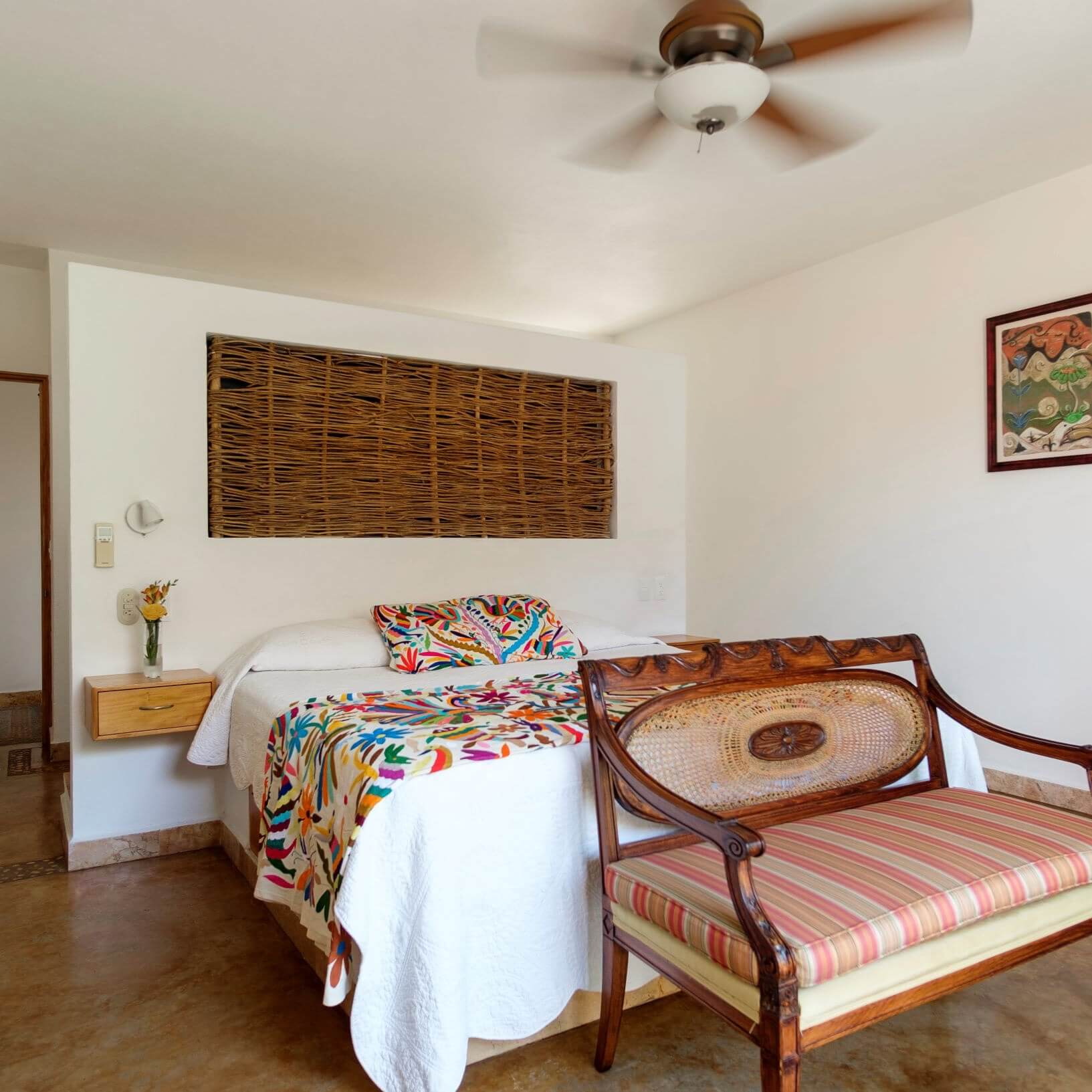 A standard king suite at Hacienda Alemana