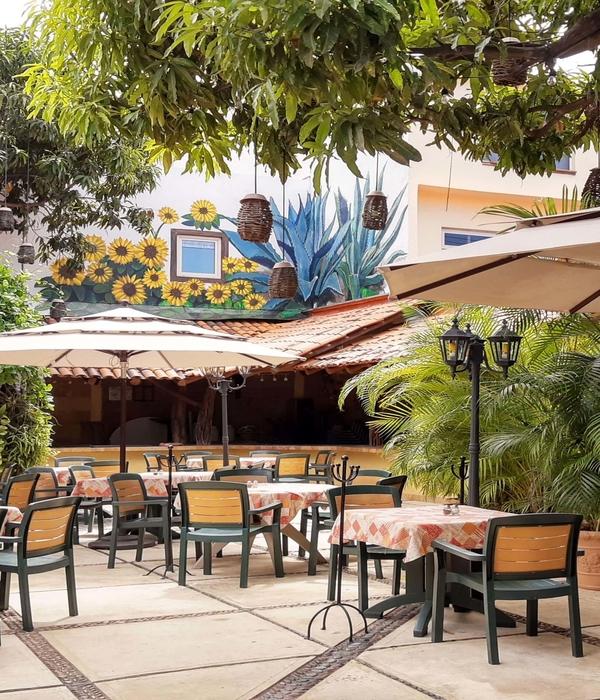 The outside patio at Hacienda Alemana