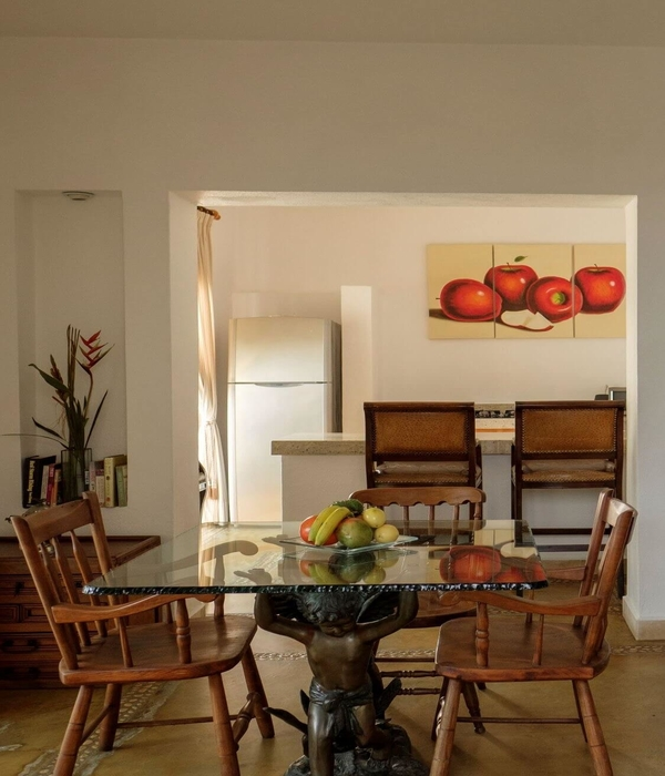 The dining room and kitchen of a suite at Hacienda Alemana